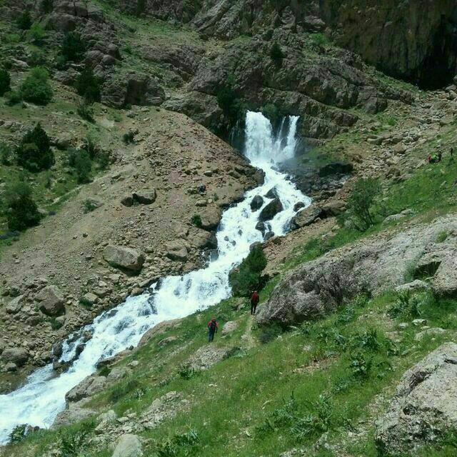 تصاویری از آبشار چکان منطقه زز و ماهرولرستان